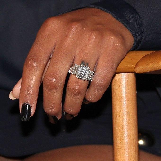 wSaxa4ovC7g - Обручальные кольца звездных невест Голливуда