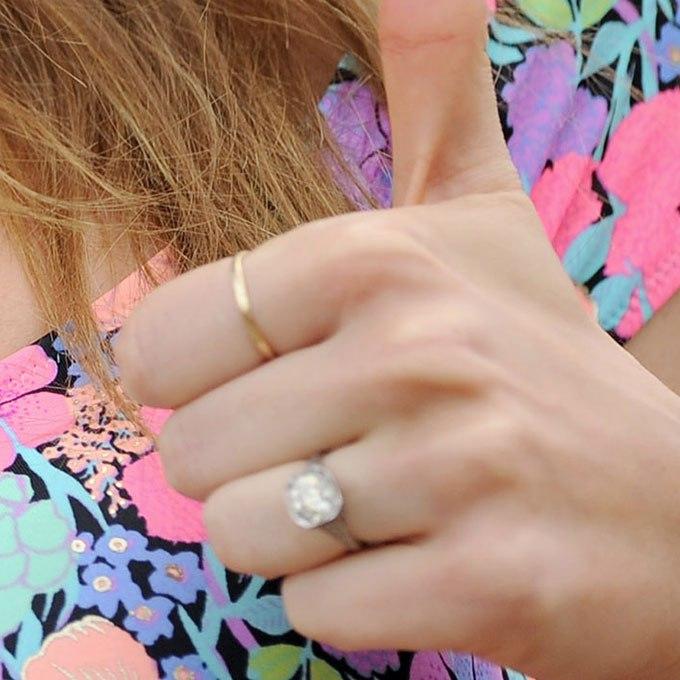 R3OeOUU0umE - Обручальные кольца звездных невест Голливуда