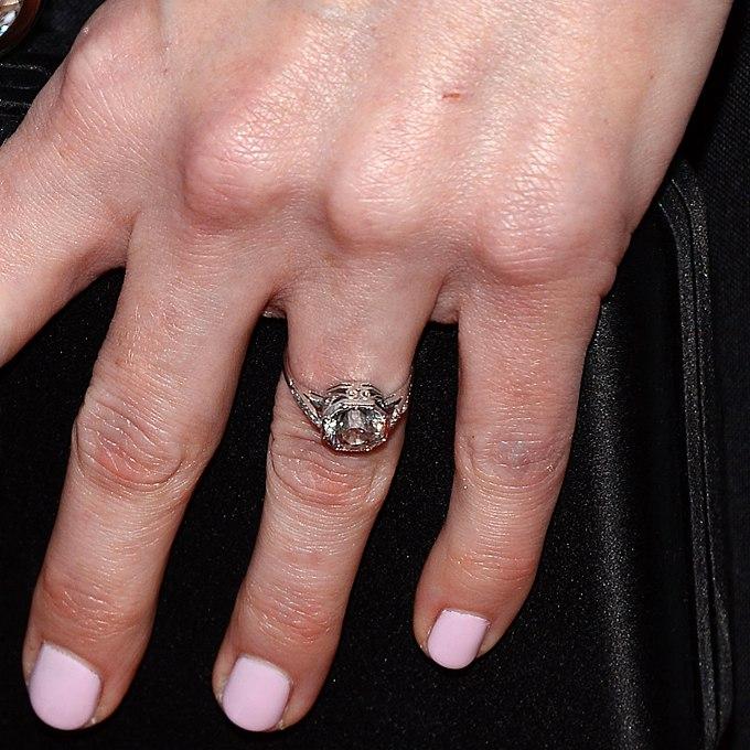 T1WvwYHH7MQ - Обручальные кольца звездных невест Голливуда