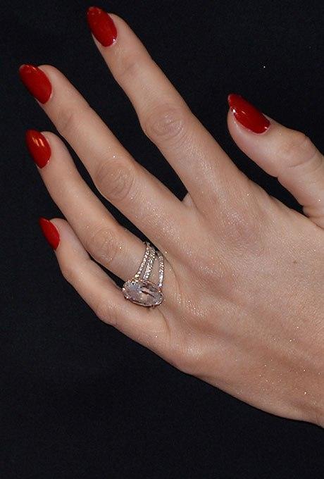1MxUtyvDbXg - Обручальные кольца звездных невест Голливуда