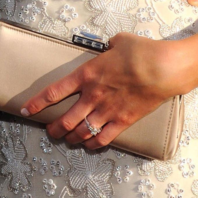 f54NMpjP4EY - Обручальные кольца звездных невест Голливуда