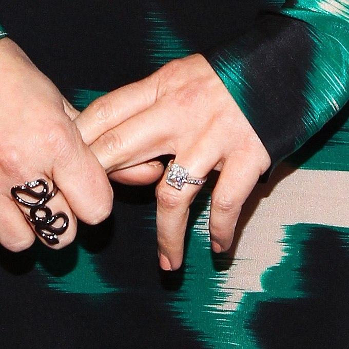 YUt8UWFF920 - Обручальные кольца звездных невест Голливуда