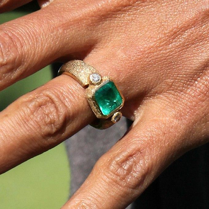 0gaA9mtZajE - Обручальные кольца звездных невест Голливуда