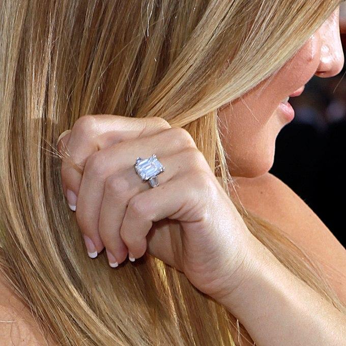 xVoJ JXFsvg - Обручальные кольца звездных невест Голливуда