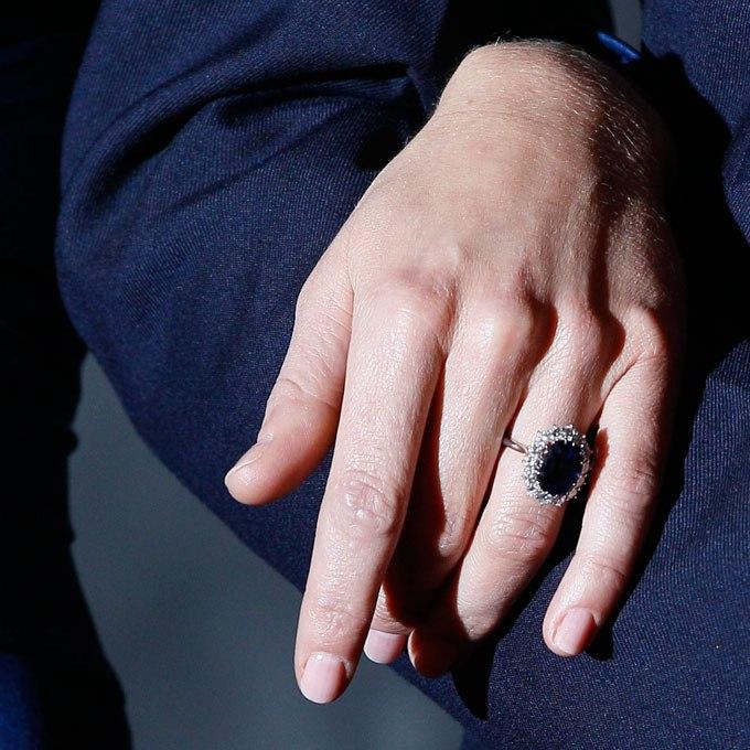 uPxlbruE760 - Обручальные кольца звездных невест Голливуда