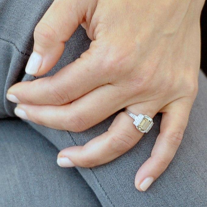 OsCLrDGcQp8 - Обручальные кольца звездных невест Голливуда