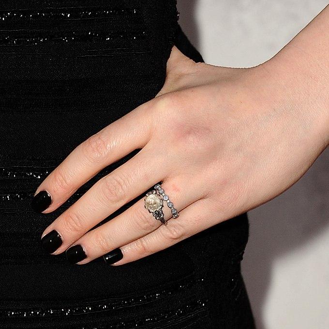 hvVQeXLbCfc - Обручальные кольца звездных невест Голливуда