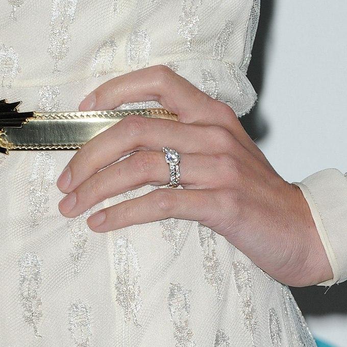 Vyua3V  nw4 - Обручальные кольца звездных невест Голливуда