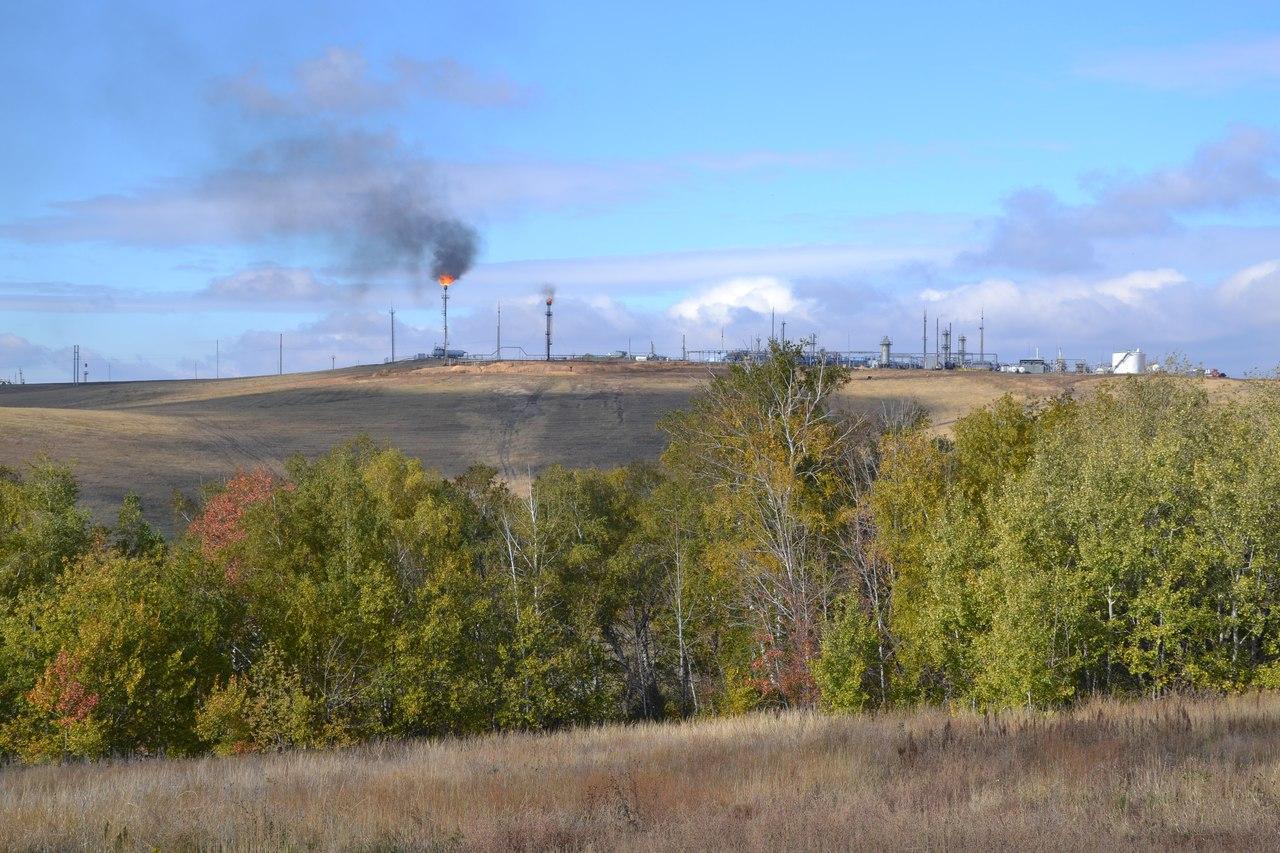Общий вид инфраструктуры и окружающих ландшафтов Загорского месторождения нефти в Новосергиевском районе