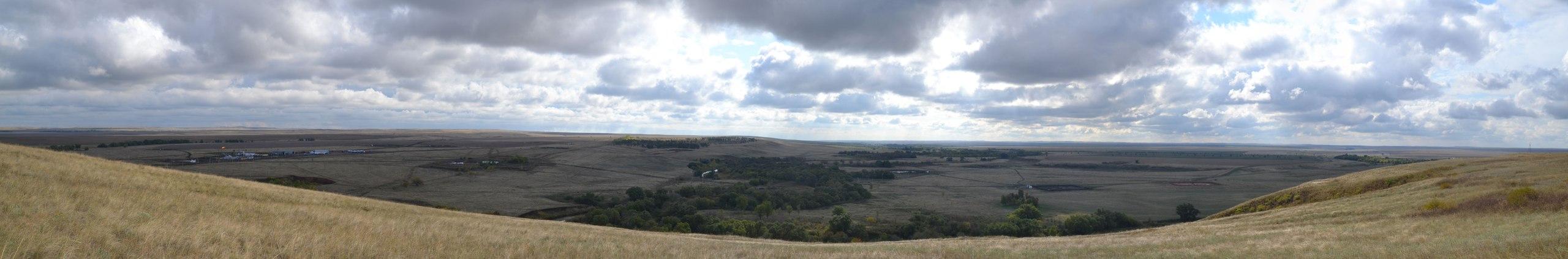 Панорама ландшафта Боголюбовского нефтяного месторождения в Новосергиевском районе
