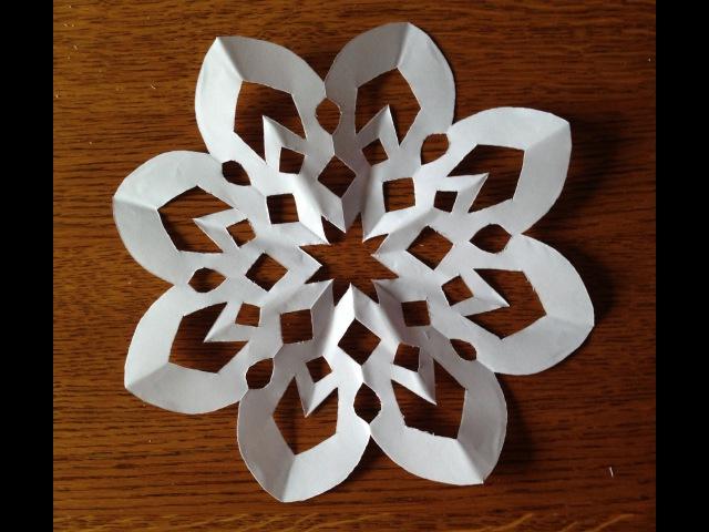 Как сделать снежинку из бумаги.
