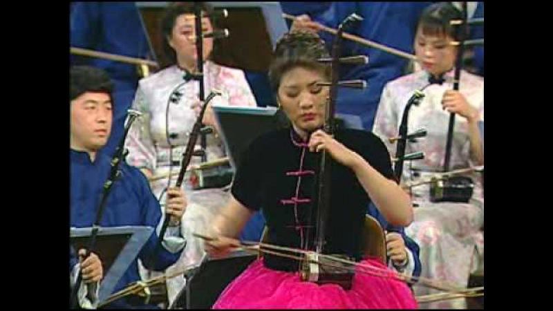 二泉映月 играют на Эрху старинный китайский музыкальный инструмент фактически двуструнная скрипка