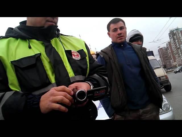 ДПС Беспредел Гаишник ломает автомобиль водителя