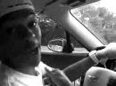 Нигер за рулём читает.mp4