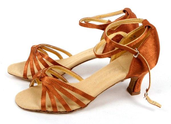 Помогите пожалуйста, очень нужно, кто может дать туфли для бальных, (36 размер и 38) пишите в лс.