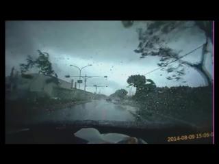 Торнадо на дороге Тайваня