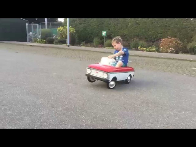 Motorized Air Ride Moskvich Pedal Car Hitting 3 wheel