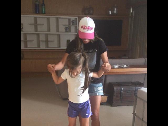 """Marta10 on Instagram Tentando ensinar a Valentina andar de skate elétrico me divertindo muito 😂😂😂😂😂😂😂"""""""