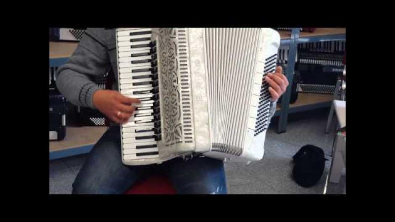 Klangprobe Akkordeon BARO Mod.45 Cassotto, 5 Chöre Diskant Bass