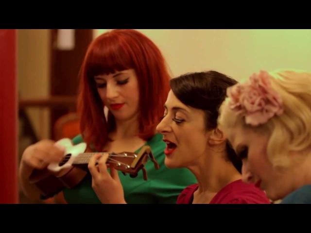 The Puppini Sisters - Mele Kalikimaka Derelict Music