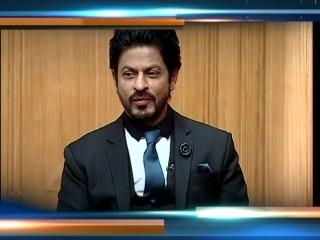 Shahrukh Khan Feels He is Greater than Amitabh Bachchan ¦ Aap Ki Adalat