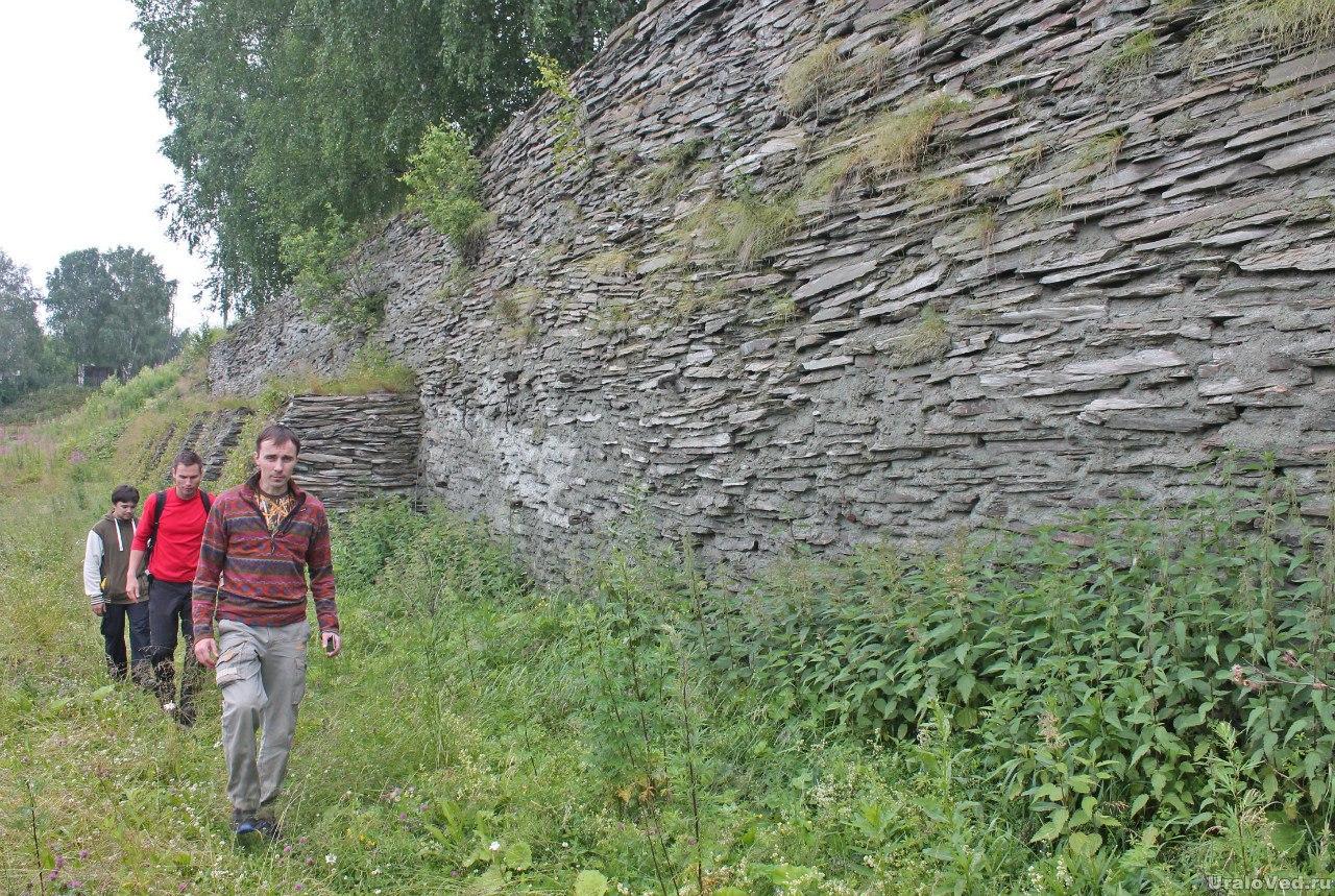 Старинная дамба Висимской плотины