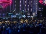Весь зал поздравляет Аллу Пугачеву с Днём Рождения! (2011)