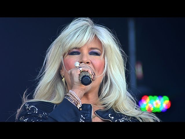 Sexy Samantha Fox performing