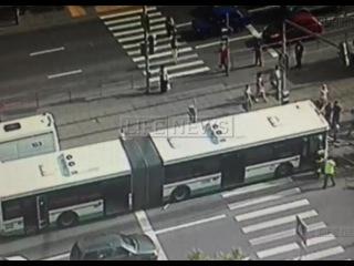 Сбивший 4 человек водитель автобуса потерял управление за 50 метров - Первый по срочным новостям — LIFE | NEWS