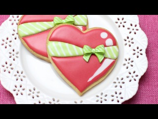 [vk.com/LakomkaVK]  How to decorate a heart cookie with a Wilton sugar bow - Cute Valentines day treat for your love
