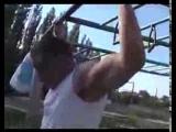 Подтягивайся с большим усилием на мышцы muscles