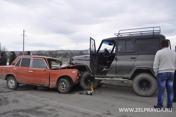 В станице Сторожевой столкнулись два автомобиля