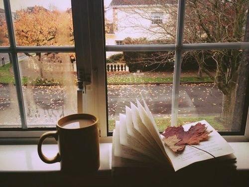 Порой кажется, что осень, опавшими листьями, посыпает наши души глубокой мудрост...
