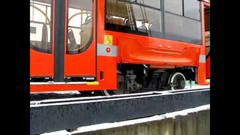 Съезд вагона 71-623 с платформы на разгрузочную эстакаду