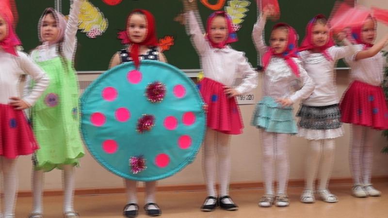 Танец кукол неваляшек на празднике осени в школе 34 Старой Купавны 1 В класс 29 10 2015 г