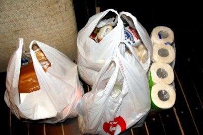 В Киеве банды нападают на людей с пакетами продуктов