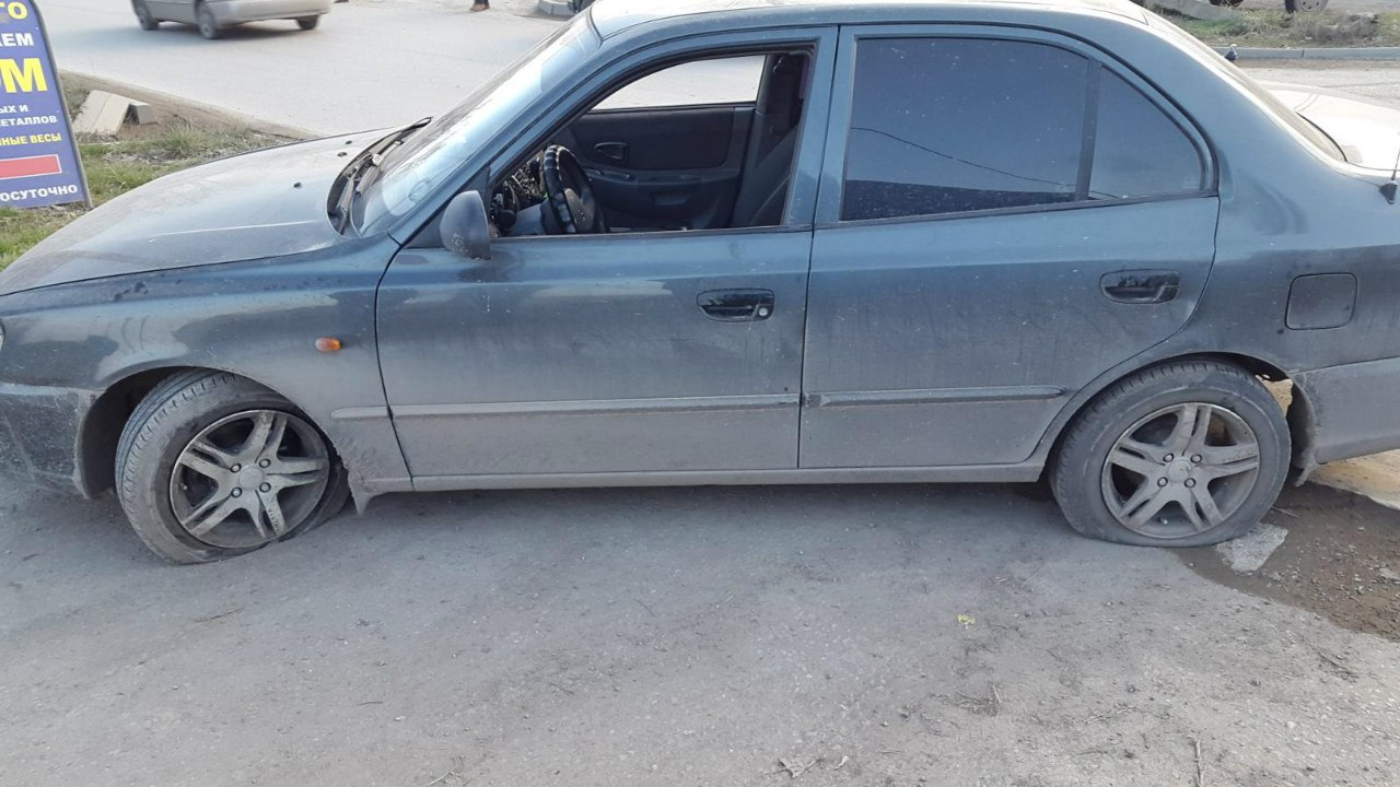 В Таганроге автомобиль Hyundai Accent попал в глубокую яму и получил мех.повреждение