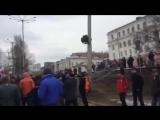 На Михаила Касьянова одели тюремный ватник с надписью Миша вор в Перми