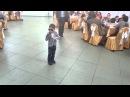 5 летний пацан зажигает на свадьбе
