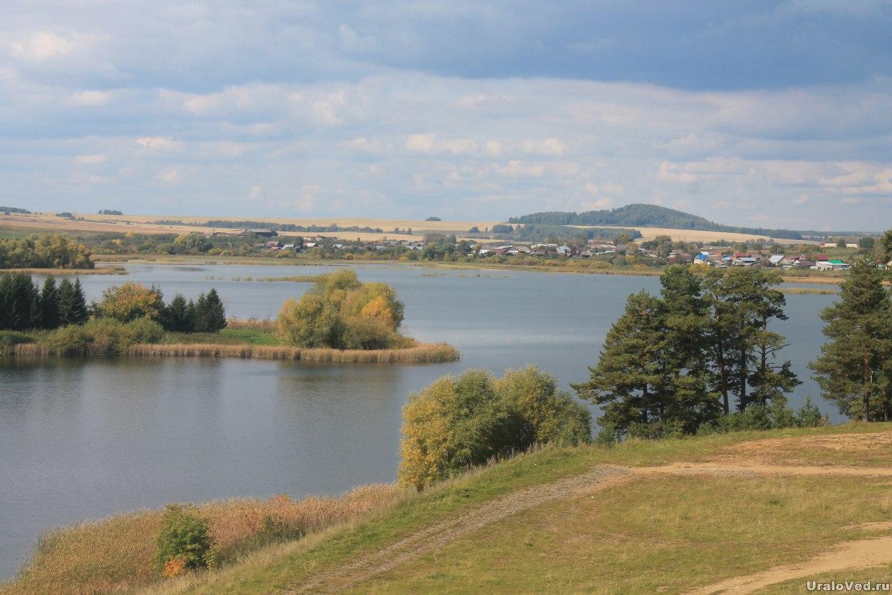 Вид с горы на пруд