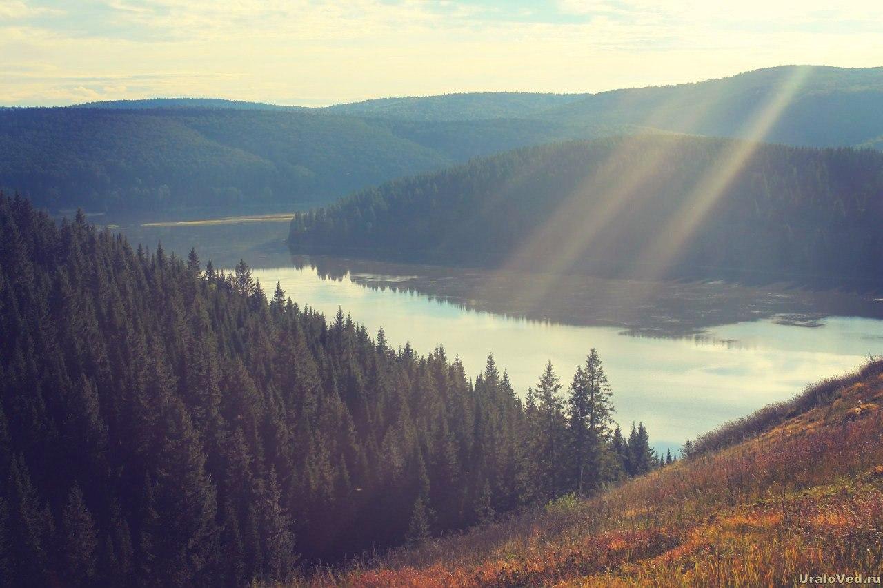 Вид на пруд в горы