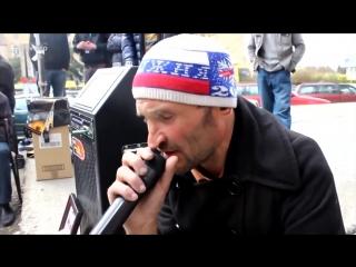 мужик в Грузии поет песню про русских солдат офицеры 2014