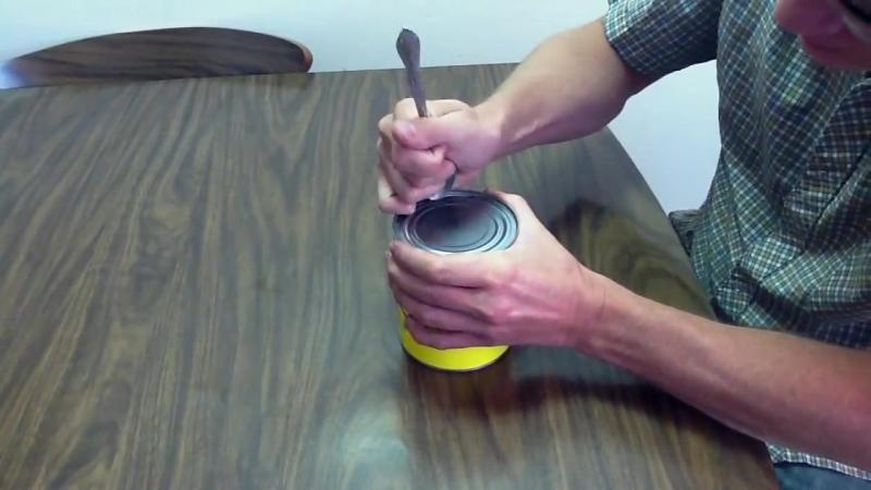 Лайфак №1 Как открыть консервную банку при помощи ложки?