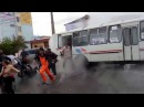 The bus ran into a geyser Автобус попал в кипяток Красноярск ул Вавилова 22 05 2014