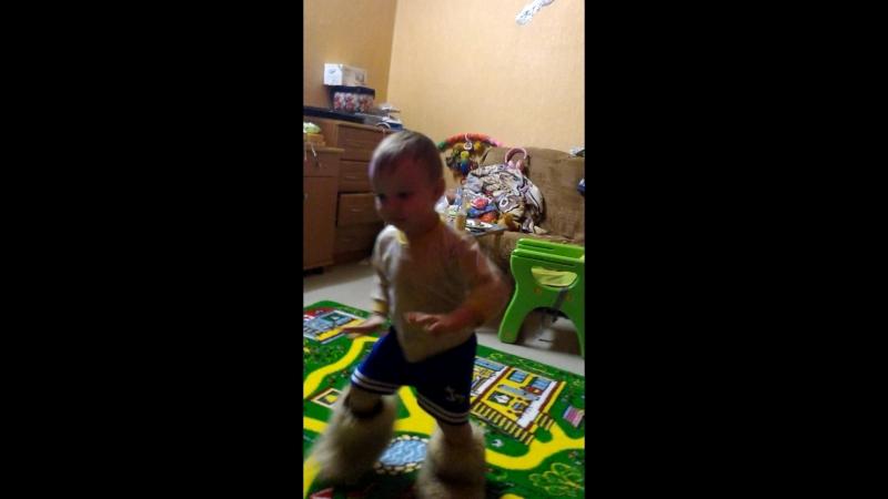 танец Сашули 25 12 2015