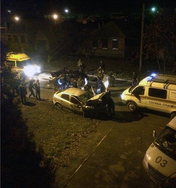В Таганроге на улице Щаденко произошла серьезная авария