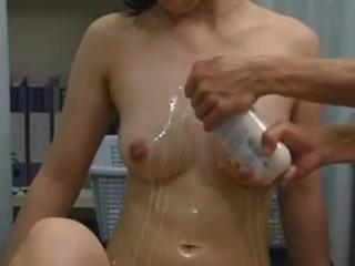 Кончает от массжа груди