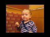 Дети пробуют лимон первый раз )))