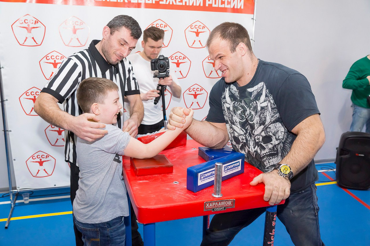 "Nikolay Mundzhishvili vs. Denis Cyplenkov at ""CCCP Armwrestling Championships 2016"""