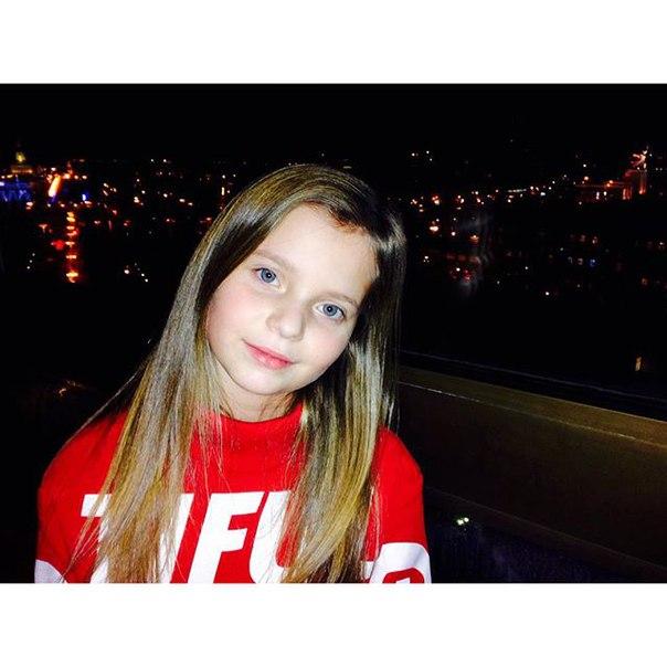 Alisa Kozhikina K_4poc4ASfA